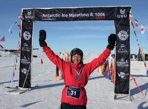 Victoire pour Frédérique(©Antarctic Ice Marathon)