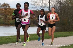 Un groupe de 4 s'est vite détaché dans la course élite féminine (Nicolas GOISQUE/www.Focale.info)