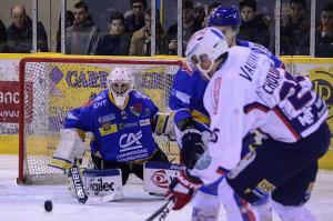 Encore un match très serré entre Grenoble et Dijon (©Axel SCHANEN/ Hockey Hebdo)