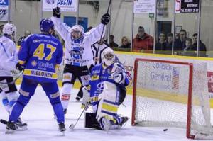 Les Ducs ont encaissé 4 buts ce soir (©AxelSchanen/Hockey Hebdo/archives)