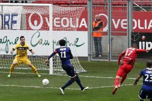 Raspentino a eu la première occasion du match (Nicolas GOISQUE/www.Focale.info)