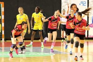 Barbara Moretto vient de marquer le dernier but, les Dijonnaises exultent (Nicolas GOISQUE/www.Focale.info)