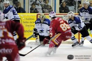 Briand et les Ducs devront mettre la pression sur les Chamois demain ! © Guillaume Meurisse/ Hockey Hebdo