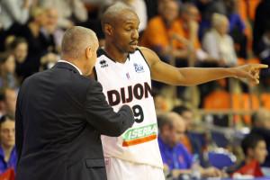 Laurent Legname et ses joueurs n'ont pas réussi à trouver la solution contre Limoges. © Nicolas GOISQUE/archives