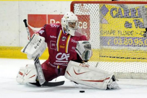 Pintaric devra encore assurer pour parer les attaques alpines ©Guillaume Meurisse/Hockey Hebdo