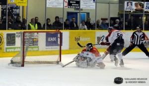 Le portier angevin battu © Guillaume Meurisse/HockeyHebdo