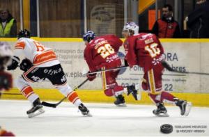 Romain Gutierrez a ouvert le score pour les Ducs d'un joli tir laissant Hocevar sur place © Guillaume Meurisse/ Hockey Hebdo