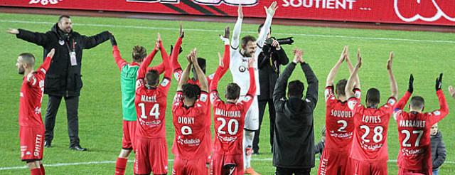 Reynet pour le clapping d'après match © Nicolas GOISQUE/NikoPhot