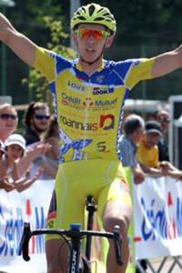 Valentin Deverchere conserve le maillot jaune pour 9 petite secondes © Bruno Arnoux /SCOD