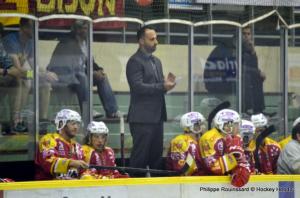 Jonathan Paredes a tenté le tout pour le tout en sortant Buysse en fin de match © Philippe Rouinssard/Hockey Hebdo