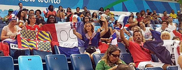 L'équipe de France est soutenue noamment par une délégation bourguinone !!  © En route pour Rio