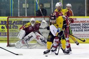 Le jeune Pierre Pawelek (18 ans) a vécu un match difficile hier soir ©Nicolas Goisque / Niko Phot