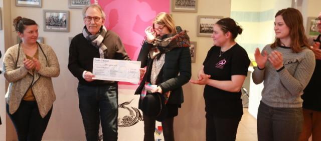 Didier Foulont remet un chèque à ©RFDB Gazelles